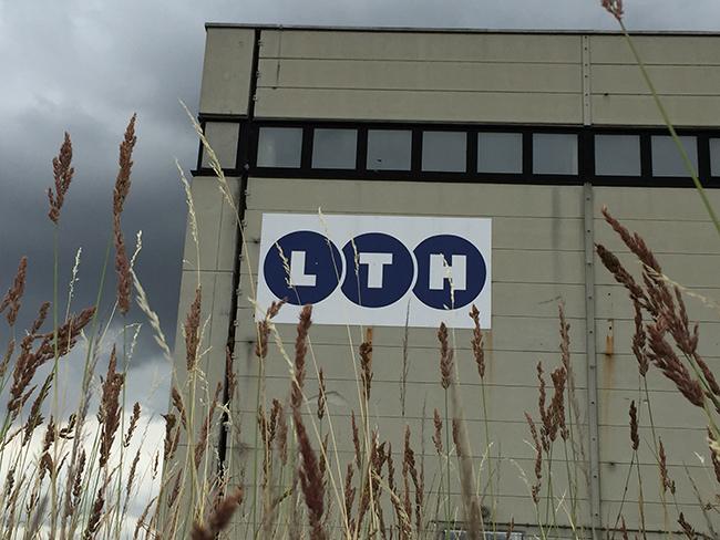 Kontakt - Die Industriehalle der LTH Waggonwerkstatt in Arneburg.